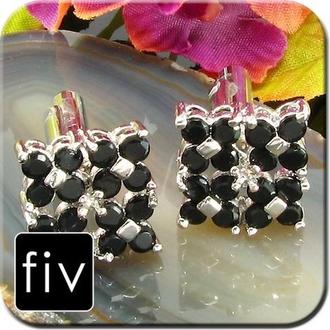 Manžetové gombíky striebornej farby s čiernými kamienkamy
